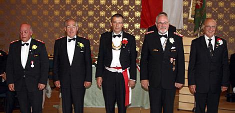 Im Rahmen des Appells der 3. Kompanie wurden (von links) Hans-Joachim Wimmer, Jürgen Bauckhage, Martin Deutel, Heinz Schrörs und Harald Steinmetz mit dem Rebenorden ausgezeichnet.