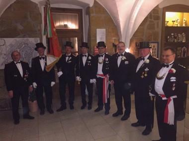 Glückwünsche in der 5. Kompanie: (von links) EFw Klaus Schröer, EVFw Alfred Riechmann, VFw Uwe Schmitz, Sgt Uwe Mickley, Hptm Kai Wollenweber, Uffz Arnd Rohlfing, Fw Ralf Schelp und OLt Dirk Haeger.