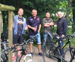 Die Kameraden Sgt Christopher Deutel, Hptm Martin Deutel, Uffz Stefan Detering und EVFw Berndt Fricke sind bereit für die Fahrradtour